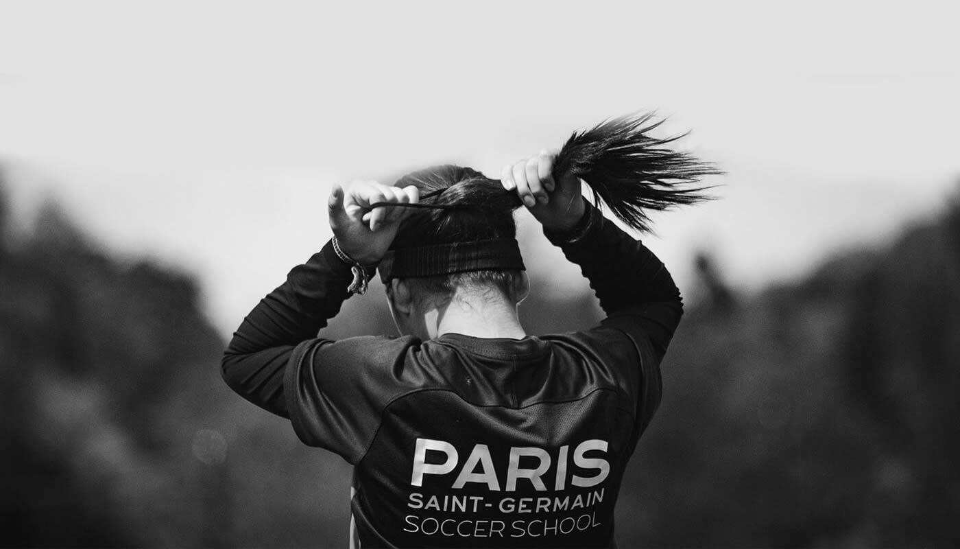 Jogadoras do Paris Saint-Germain aquecendo